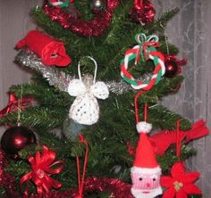 Posts about free christmas knitting patterns written by knittinggalore Knitted Christmas Decorations, Xmas Ornaments, Christmas Tree Decorations, Xmas Tree, Miniature Christmas, Christmas Toys, Christmas Angels, Christmas Ideas, Christmas Knitting Patterns