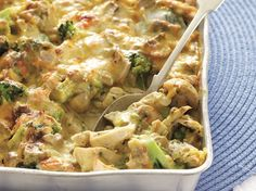 Dié romerige sous toor met gister se oorskiethoender (en die kinders kry broccoli in) Bedien. Banting Recipes, Meat Recipes, Chicken Recipes, Dinner Recipes, Cooking Recipes, Dinner Ideas, Chicken Meals, Chicken Pasta, Fried Chicken