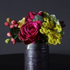 Heandon bouquet top insider tips for creating your own bouquets Fake Flowers, Beautiful Flowers, Most Beautiful, Beautiful Bouquets, Abigail Ahern, Flower Market, Floral Bouquets, Color Theory, Color Inspiration