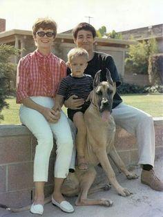 Linda Lee, Brandon Lee, Bruce Lee, and Bruce's Dog. Family Photo.