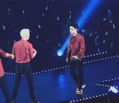 ohgod Jongin is doing Kyungsoo's signature move with him dear gods heLP IT'S SO CUTE