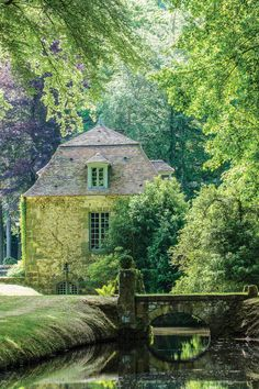 French Cottage, Cozy Cottage, Victoria Magazine, French Lifestyle, Cabins And Cottages, French Chateau, My Dream Home, Water Features, Beautiful Places
