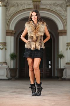 Crafted from an ultra-soft fur, this short beige fur vest is as comfy as it is chic. It's completed with a front hook-and-eye closure and a basic collar. Short Beige, Fur Gilet, Leather Leggings, Hollywood Glamour, Keep Warm, Layering, Designer, Casual Outfits, Vest