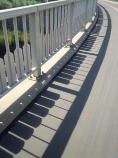 Take a look at this amazing Shadow Piano Illusion: Accidental or Intentional? Browse and enjoy our huge collection of optical illusions and mind-bending images and videos. The Piano, Piano Man, Photos D'ombre, Art Pictures, Shadow Art, Shadow Play, Land Art, Public Art, Belle Photo