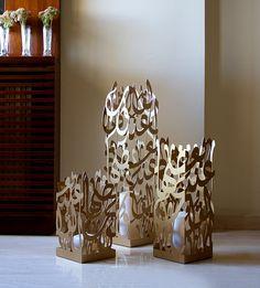Kashida Design - Arabic Calligraphy - Floor Candle Holders reading 'Al quloob anda ba'adeha', Arabic for 'hearts are together'. Arabic Decor, Islamic Decor, Islamic Wall Art, Floor Candle Holders, 3d Cnc, Arabic Calligraphy Art, Deco Table, Hamsa, Ramadan
