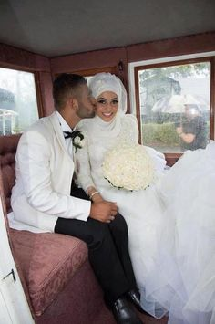 I love her flowers and how they actually match Muslim Wedding Hijabi Wedding, Muslim Wedding Dresses, Muslim Brides, Muslim Couples, Wedding Pics, Wedding Couples, Wedding Styles, Dream Wedding, Wedding Ideas