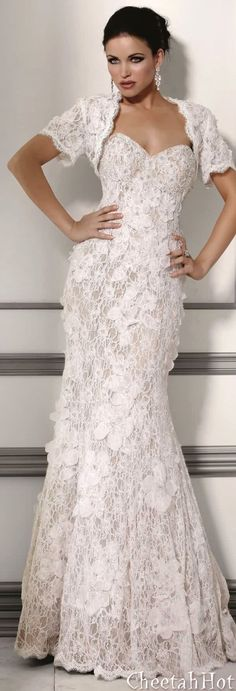 JOVANI - Beautiful Lacy Gown