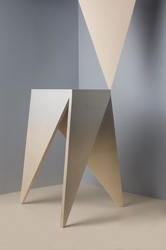 Hanne Schelkens - interior design / stool, wood, selfmade, photography, grey, triangle / 2015