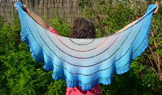 Ravelry: walking on clouds shawl pattern by Annelies Baes (Vicarno)