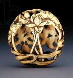 Ryusa Netsuke is frequently perforated on a potter's wheel. Otherwise, it is recessed and carved with knives. This technique was developed during the Edo period (163-1854) by a sculptor named Ryusa.