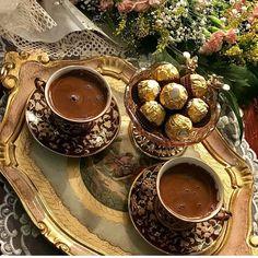 """4 Beğenme, 2 Yorum - Instagram'da sunum ve dekorasyon (@sizin_sunumlarnz): """"@casnigiran"""" Gold Dessert, Coffee Dessert, Coffee Drinks, Mini Desserts, Chocolates, Food Test, Coffee Is Life, Cafe Food, Turkish Coffee"""