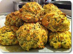 Ændring: Tilsæt feta i stedet for gulerødder, kom mere lidt salt i, og vupti! Du har de lækreste grove boller med spinat og feta.