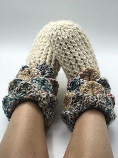 Easy Crochet Slippers, Crochet Slipper Boots, Crochet Slipper Pattern, Slipper Socks, Men's Slippers, Free Crochet, Knit Crochet, Crochet Sweaters, Crochet Tank