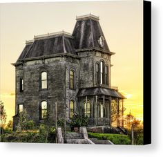 Bates Motel Haunted House Canvas Print / Canvas Art by Paul W Sharpe Aka Wizard of Wonders Bates Motel House, Bates Motel Season 4, Spooky House, Witch House, Ghost House, Old Abandoned Buildings, Abandoned Places, Creepy Old Houses, Haunted Houses