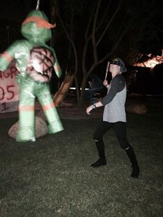 "MICHAEL NO << ""Luke Hemmings assault on Michelangelo - to press charges on 'punk rock' derp?"""