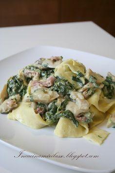Pappardelle con sugo di porcini, prosciutto di Parma e spinaci freschi