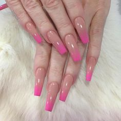 Another look at these nude/pink ombré beauties inspired by the amazing @nailsup_