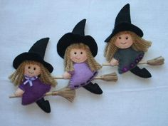 Befane idee creative Felt Halloween Ornaments, Halloween Toys, Halloween Projects, Diy Halloween Decorations, Felt Ornaments, Manualidades Halloween, Adornos Halloween, Felt Fairy, Felt Dolls
