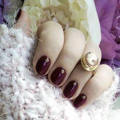 Jesienny nastrój dopadł i nas 💅.  @semilac 083 i złote kropki 037.   Wykonanie Wiola 💖    #autumn #jesień #manicure #salon #mani #nails #Nail #paznokcie #warszawa #Bielany