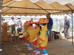 【御田植】平成24年5月26日、伝統的稲作行事『御田植』(主催・巴会)での、押切田植踊り保存会・押切子供会の皆さんによる「押切田植踊り」の様子⑤です。