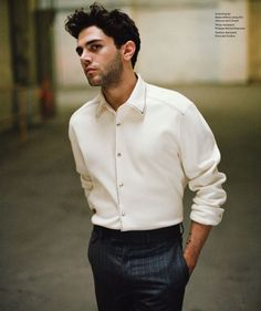 Essential Homme celebrates its five year anniversary with a group of young stars for its latest issue. Photographed by Shayne Laverdière, actor and director Xavier Dolan covers the August/September 2015 issue of Essential Homme. The current face of Louis Vuitton's fall-winter 2015 campaign, Dolan dons luxurious pieces from Kim Jones' latest collection for the French …