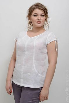 Cute Blouses, Blouses For Women, Office Outfits Women, Tunic Designs, Skirt Patterns Sewing, Mode Chic, Couture Tops, Short Tops, Blouse Styles
