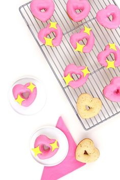 Mwah! DIY Lip Patterned ManicureDIY Heart Emoji Donuts9 PJs You Need To Keep Your Cool And Stay Cozy: