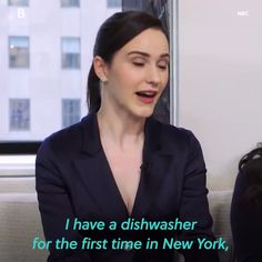 Rachel Brosnahan is just as relatable as her character Mrs. Funny Prank Videos, Best Funny Videos, Star Citizen, April Fools Pranks For Adults, Stand Up Comedy Videos, Good Vocabulary Words, Rachel Brosnahan, Video X, Badass Women