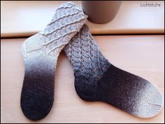 Bogensocken (Arbeitstitel), gesehen bei H. Mannila 54 Maschen Nadelspiel 2,5 Wolle: Zauberball Schokocreme Größe 36/37 Di... Paracord, Mittens, Knit Crochet, Knitting Patterns, Socks, Handmade, Clothes, Kiwi, Videos