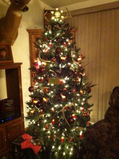 Funny Man 12 Funnies Pinterest Christmas Tree Xmas And  - Redneck Christmas Tree Decorations