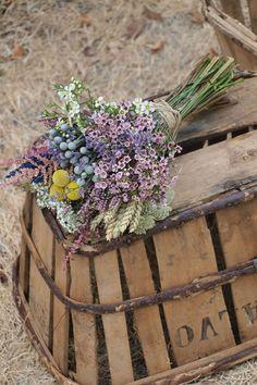 Montse Milian Feng Shui & 4 Pilars i creixement personal Wax Flowers, Bridal Flowers, Flowers In Hair, Dried Flowers, Beautiful Flowers, Flower Decorations, Wedding Decorations, Rustic Bouquet, Bride Bouquets