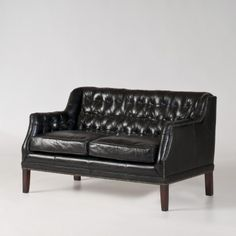 i love this office/equestrian version of a chesterfield and such a great size