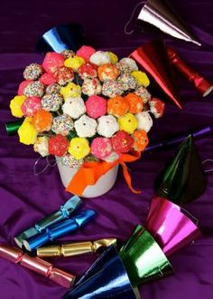 how sweet is that? Cake Pop Bouquet, Cake Pops, Nom Nom, Healthy Eating, Snacks, Sweet, Birthday Ideas, Eating Healthy, Candy