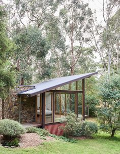Casa Warrandyte by The Design Files (but not for my bedroom more like a study or office space) Exterior Wall Design, Exterior House Colors, Modern Exterior, Modern Tiny House, Tiny House Design, Modern House Design, Modern Homes, Patio Grande, The Design Files
