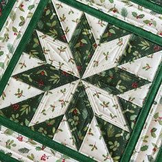 Christmas Tree Quilt, Christmas Quilt Patterns, Christmas Wall Hangings, Christmas Hat, Christmas Ideas, Xmas, Quilted Table Runners Christmas, Christmas Runner, Table Runner And Placemats
