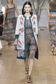 See the complete Oscar de la Renta Spring 2017 Ready-to-Wear collection.