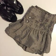 🥂SALE: $12🥂 NEW! Abercrombie & Fitch Skirt Gray-tone skirt with a shimmer from Abercrombie & Fitch. 🥂Sale pricing is firm. If you'd like to purchase, please submit $12 through the offer button and I will accept it. Abercrombie & Fitch Skirts