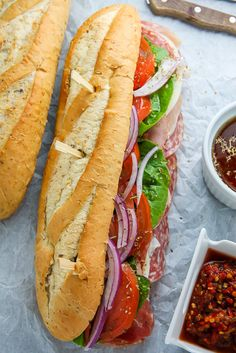 This is the BEST Italian Hoagie recipe around and it's so easy to make! Made with the best hoagie rolls, fresh veggies, cherry pepper hoagie … Hoagie Sandwiches, Slider Sandwiches, Sliders, Best Sandwich, Sandwich Recipes, Oven Recipes, Cooking Recipes, Amish Recipes, Dutch Recipes