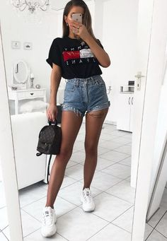 15 modische Sommer-Outfits mit Logo-T-Shirts - Outfit Ideen . 15 modische Sommer-Outfits mit Logo-T-Shirts - Outfit Ideen 15 modische Sommer-Outfits mit Logo-T-Shirts Classy Summer Outfits, Summer Outfit For Teen Girls, Plus Size Summer Outfit, Womens Fashion Casual Summer, Cute Casual Outfits, Women's Summer Fashion, Look Fashion, Casual Dresses, Fall Dresses