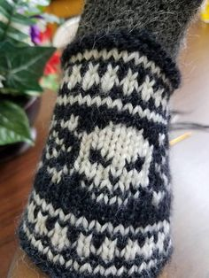 Check out this item in my Etsy shop https://www.etsy.com/listing/558626712/goth-skull-cuffed-convertible-mitts