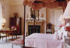 BUNNY WILLIAMS. Exquisite feminine bedroom