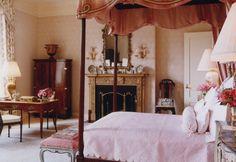 BUNNY WILLIAMS. Exquisite feminine bedroom