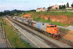 Foto RailPictures.Net: 8664 VL! Logística Integrada EMD SD70ACe em Canguera, Brasil por Lucas MR