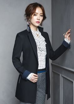 It looks like Han Ji Min can mingle with the British royals dressed in ANA CAPRI's F/W 2015 collection. The clothes are very upper crust and have a touch of vintage … I love the coats! …
