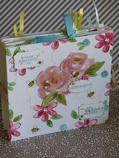 Une bonne journée entre copines à scraper !!!! Vous avez bien travaillé ! tampon garden in bloom sur les pages mumure blanc, et le papier jardin anglais, marqueur couleur café, encre tip top taupe - carambole caracole - tango mandarine -pigment pistache...