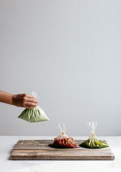 Ces marinades sont parfaites pour conserver la viande dans des sacs refermables au congélateur. C'est extrêmement pratique et vous pouvez doubler, tripler ou quadrupler la recette sans problème afin de toujours avoir un truc à cuisiner sous la main.