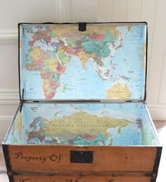 Upcycle Vintage Trunks: Line the inside of antique chest with a old maps. Old Trunks, Vintage Trunks, Antique Trunks, Bermudas Vintage, Map Crafts, Diy And Crafts, Antique Chest, Map Globe, Vintage Suitcases