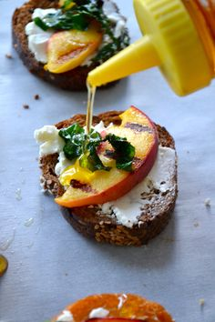 peach & goat cheese crostini