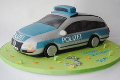 Für den Kindergeburtstag muss alles perfekt sein. Dazu gehört auch immer eine Torte. Torten für Kinder sollte entweder vollständig essbar sein, oder ein klar erkennbares Spielzeug ziert die Torte. Das Thema bei Kindern ist...