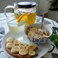 Healthy breakfast multigrain toast with nut butter and banana andgranola cereal … Clean Eating Diet, Healthy Eating, Oatmeal With Fruit, Healthy Snacks, Healthy Recipes, Salad Recipes, Think Food, Aesthetic Food, Food Inspiration